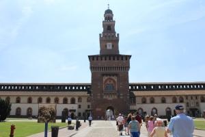 Die historische Festung von Mailand erinnert die Zeit der Ritter und Burgen