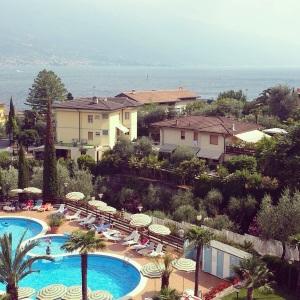 """Blick vom Balkon unseres Hotels """"Caravel"""" auf den Gardasee"""